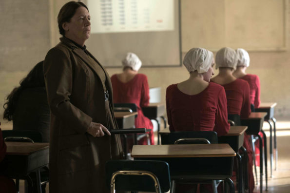 the-handmaids-tale-Tante